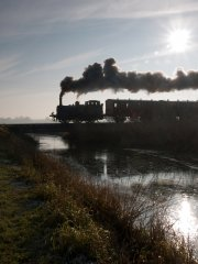 "No 3 ""Bodiam"" steams over the frozen Hexden Channel. 30-12-08 © Ian Scarlett"